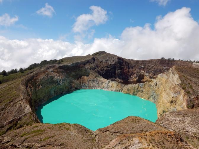 Gunung Kelimutu, NTT – Indonesia (Taman Nasional)